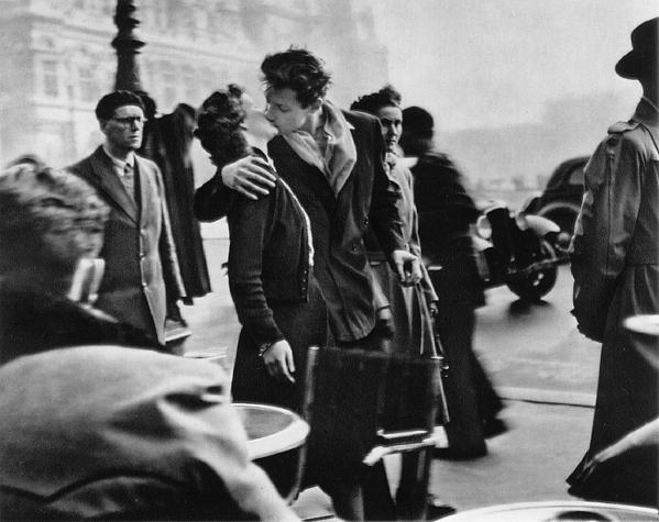 Kiss by the Hôtel de Ville (1950)